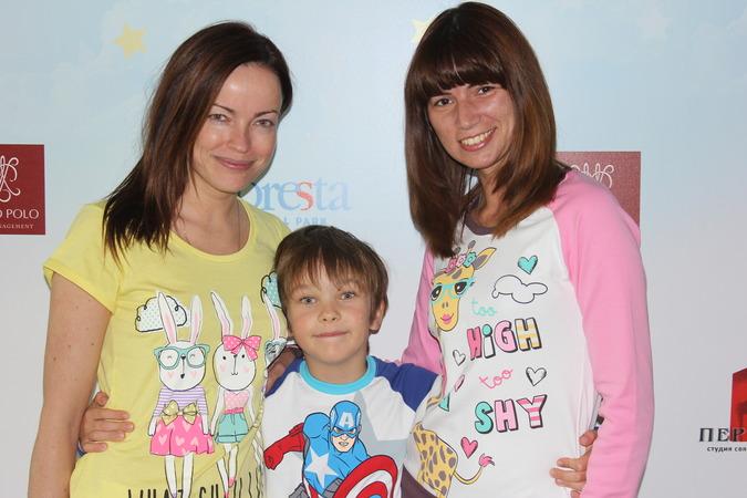 слева напрво_актриса Ольга Зайцева, сын Артём, Виктория Андрущенко