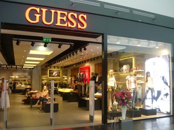 Второй знаковый товар, который бренд предлагает своим почитателям, — всемирно признанные часы guess.