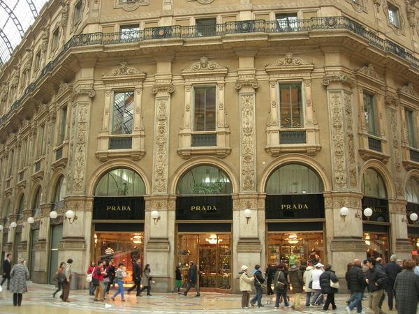 В доме Prada отметили оживление продаж в Китае