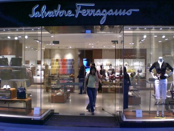 Владельцы Salvatore Ferragamо пока что не намерены прощаться с брендом
