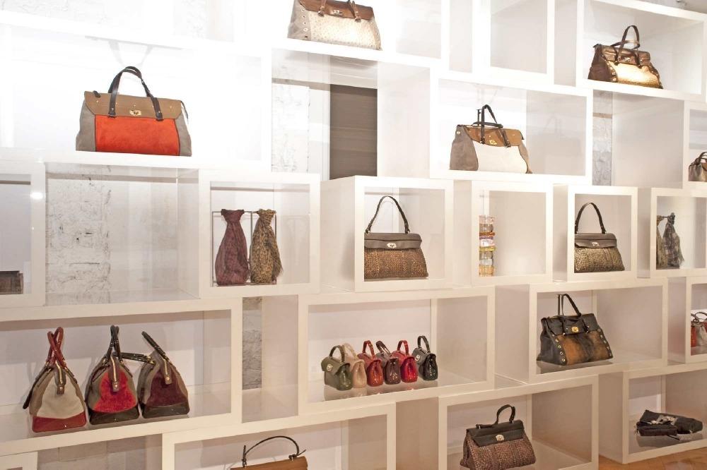 Описание: Сумки Furla коллекции 2012—2013. .  Furla ELISABETH Hobo bag С каждой новой коллекцией дизайнеры...
