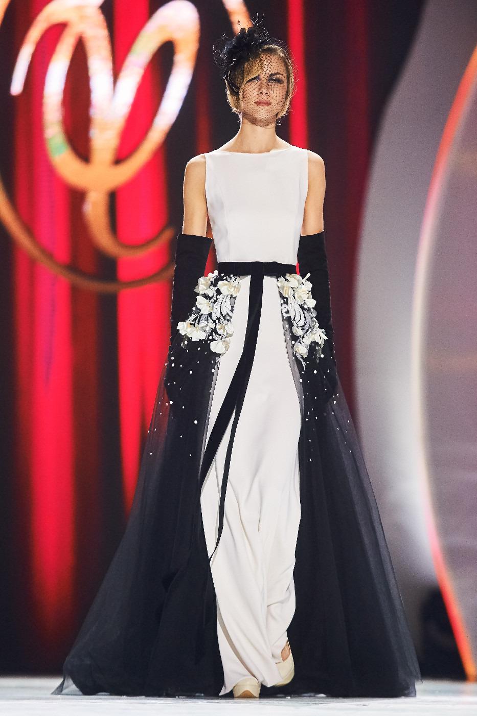 Фото платьев с праздничного шоу валентина юдашкина 2012 5
