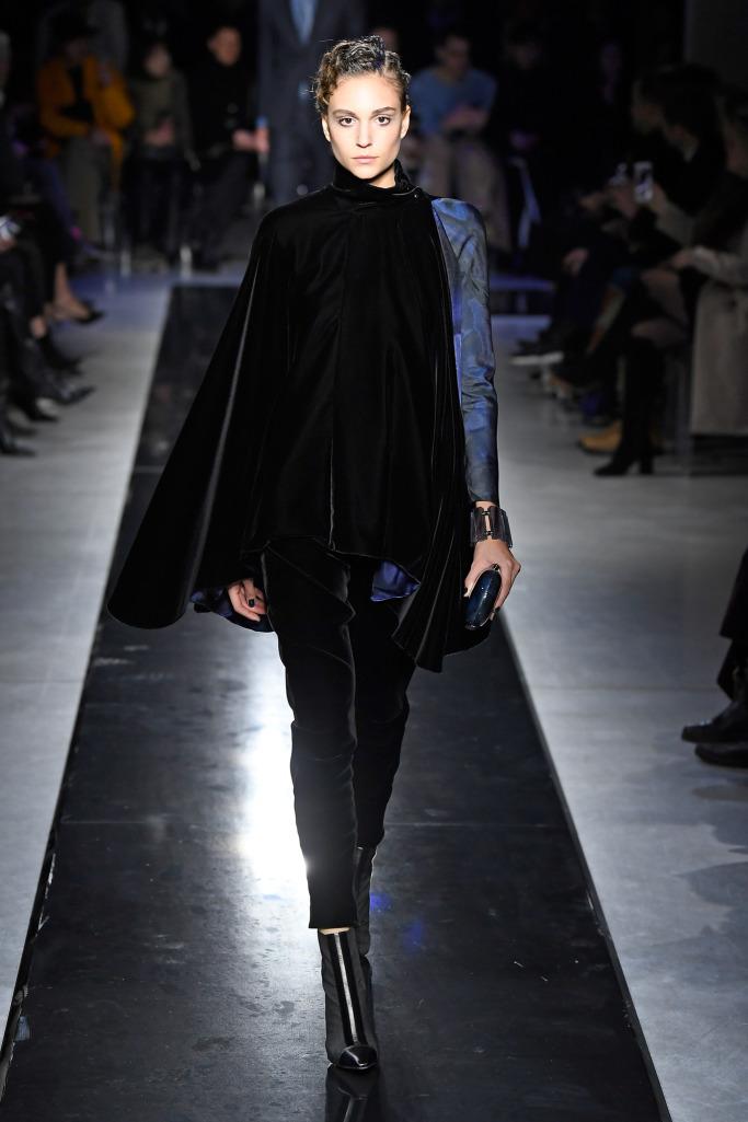 Неделя моды в Милане: Giorgio Armani изоражения