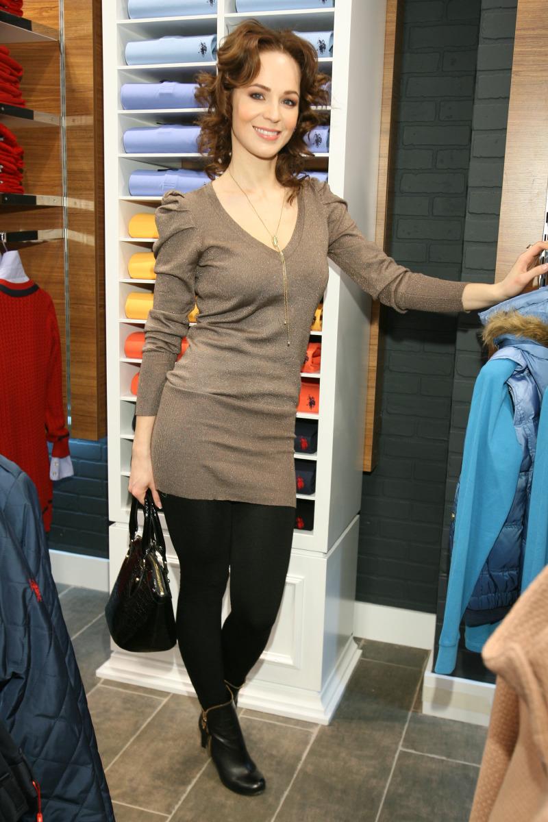 Вязаный женский берет на осень модные