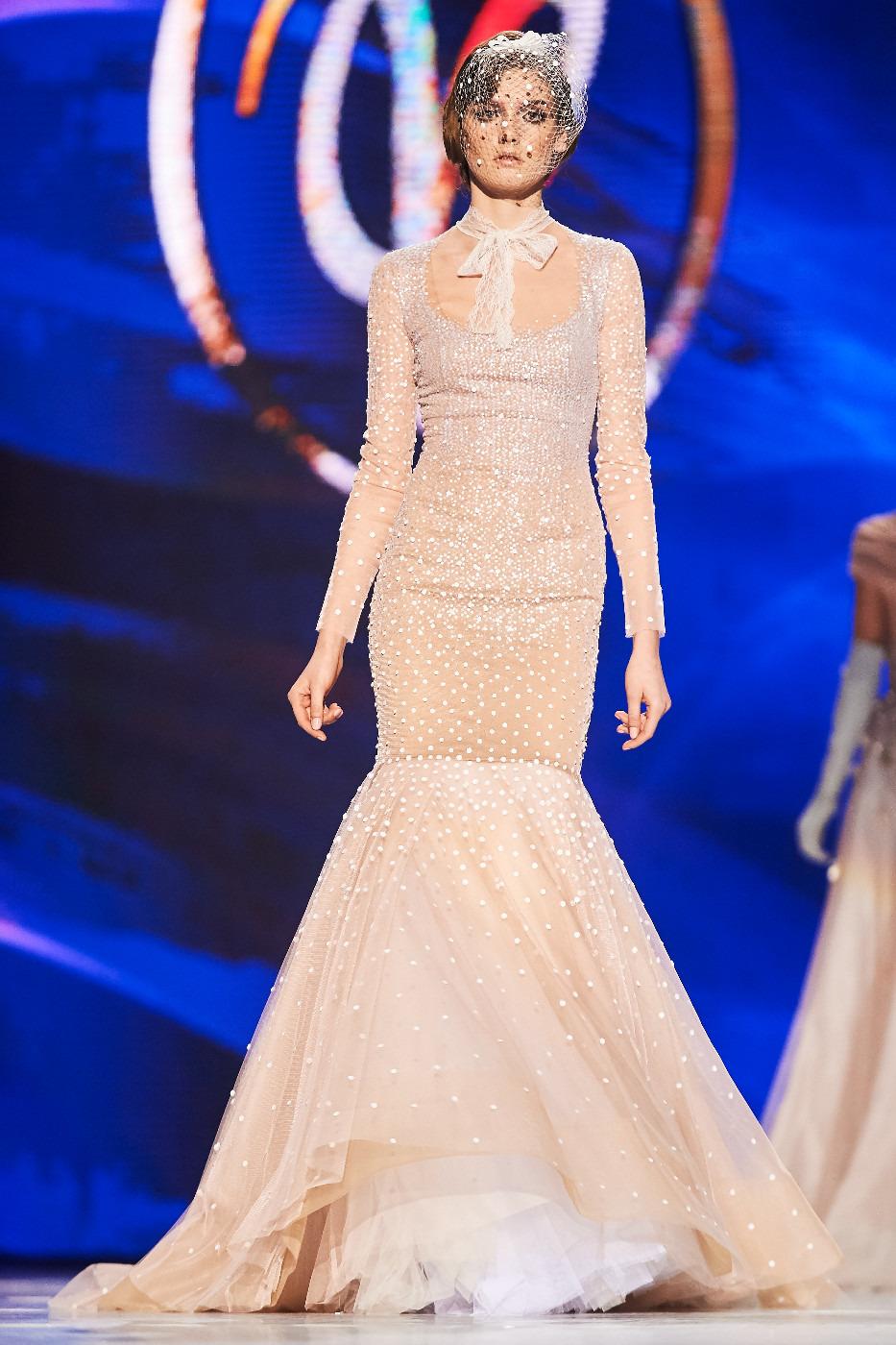 Фото платьев с праздничного шоу валентина юдашкина 2012 6