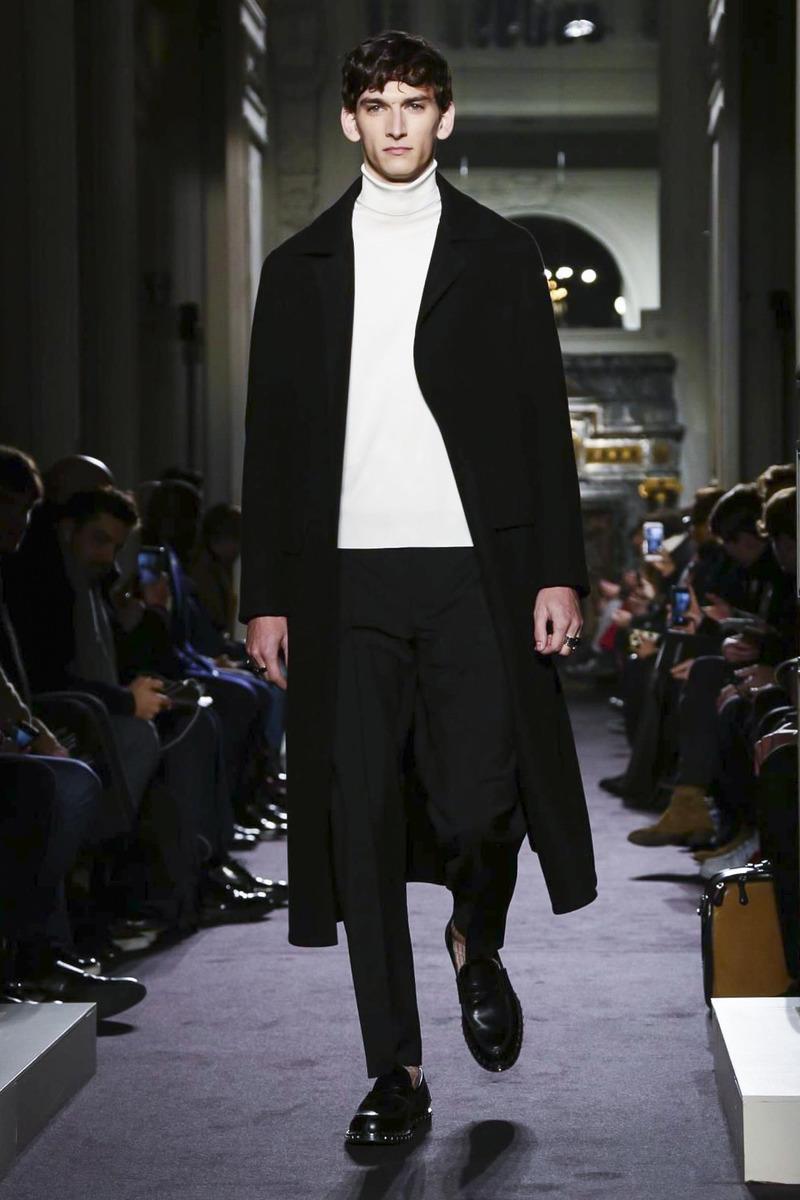 70f8ce32366 Неделя мужской моды в Париже  Valentino. Осень-зима