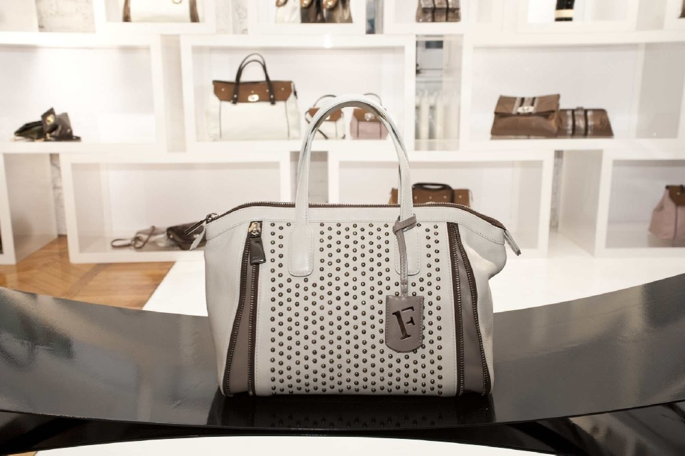 """Поделиться  """"Сумки furla коллекция 2008 """".  Facebook.  Описание: Огромный выбор модных сумок от Furla. ."""
