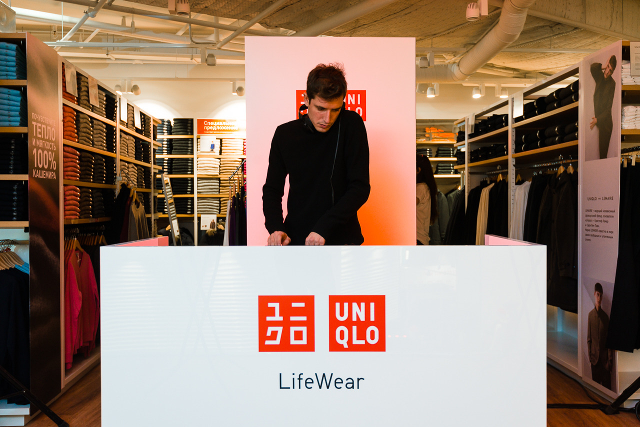 pestel uniqlo Based on the pestel analysis, the external environment of h&m is hostile as there are more threats than opportunities zara, gap and uniqlo (johnson et al.