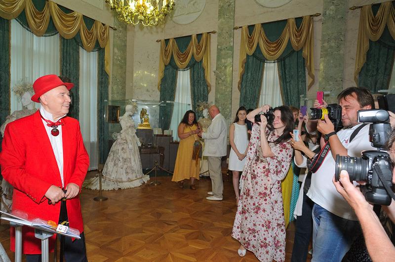 коктейльные платья эмпорио армани 2012