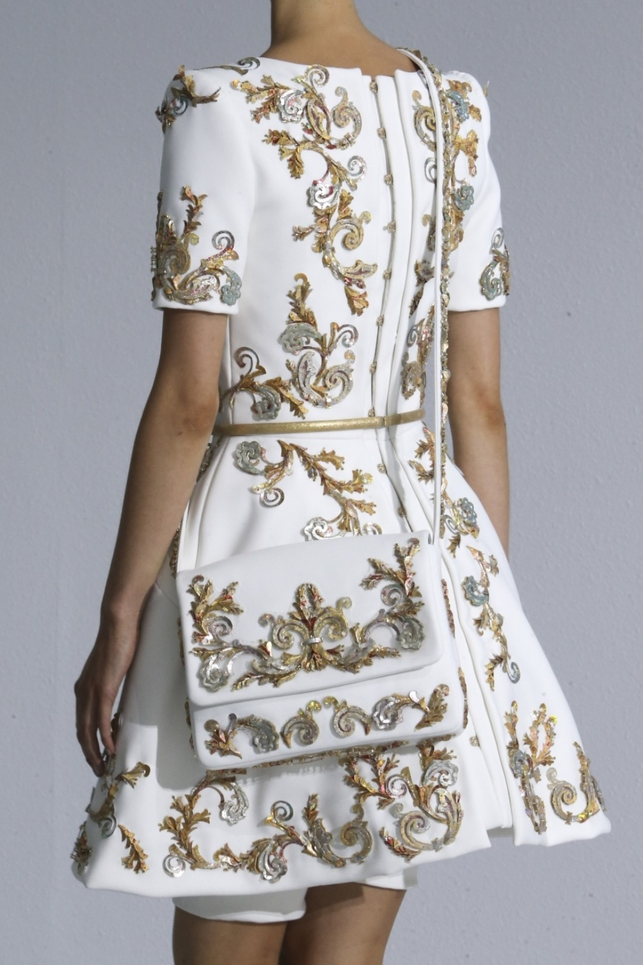 Вертикальные вышивки для платья