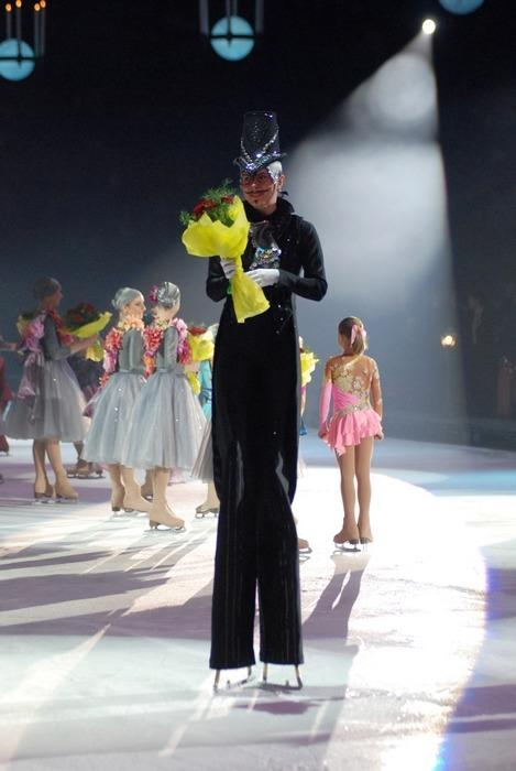 12 июня на льду ледового дворца спорта айсберг состоялась самая ожидаемая премьера года: илья авербух презентовал свое новое ледовое шоу кармен, поставленное по мотивам одноименной новеллы проспера мериме
