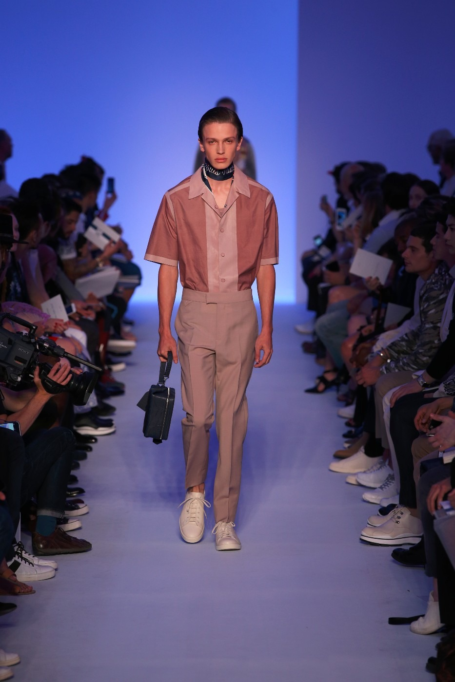 Фото с мужских показов мод