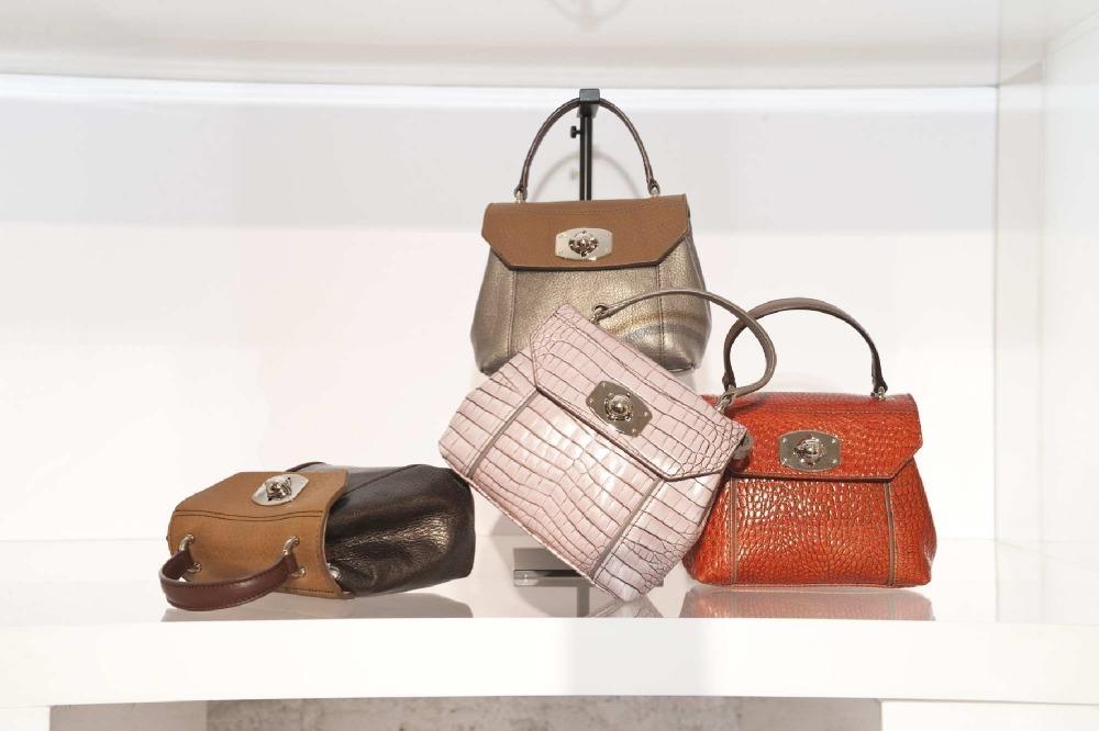 Главной темой женской коллекции сумок Furla стали 50-е.  Здесь встречаются прошлое и настоящее.