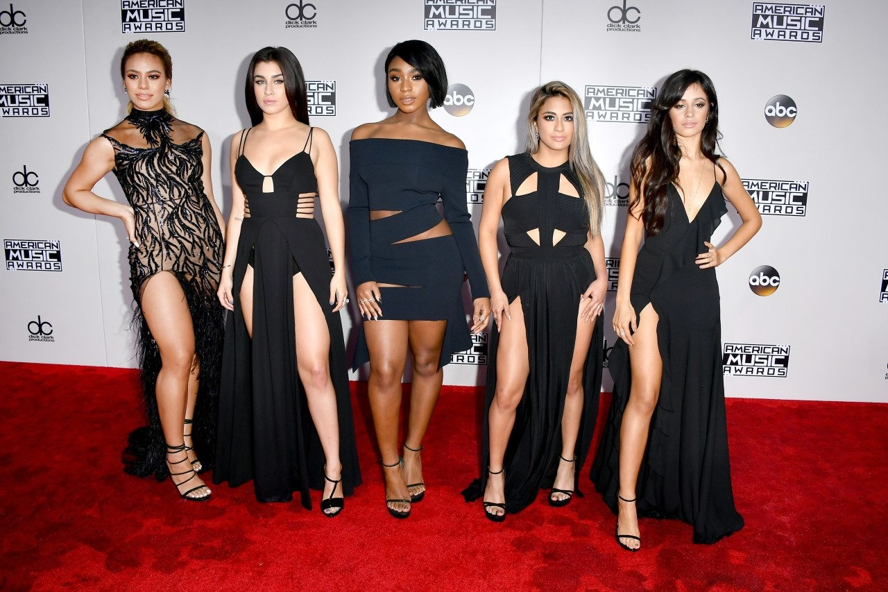 Ариана Гранде стала «Артистом года» поверсии American Music Awards