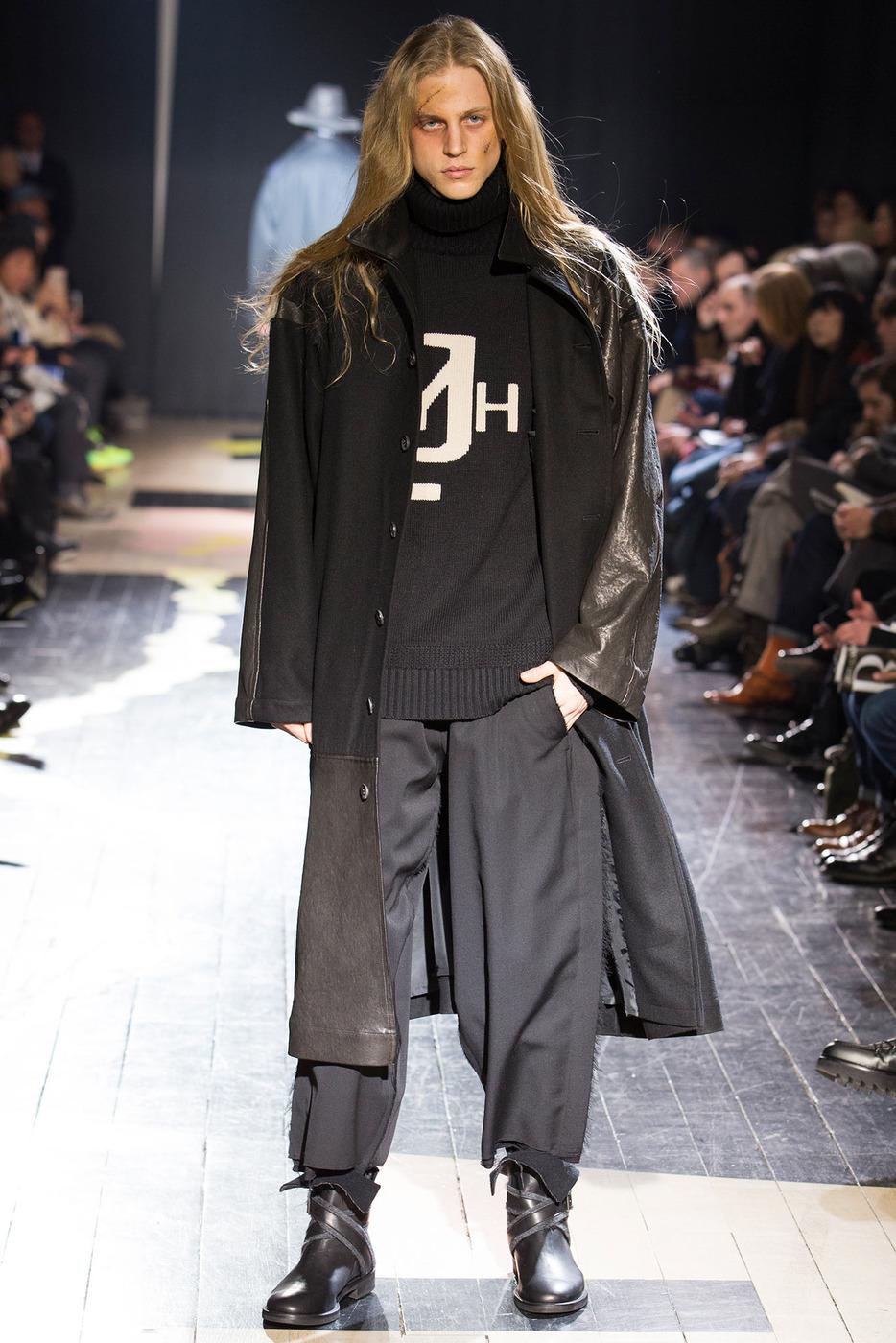 Фасоны, во многом, тоже остаются знакомыми. Изменения кроя — более  приталенные пиджаки, немного зауженные брюки — видны только в линейке  костюмов из ... eea7a7dc346