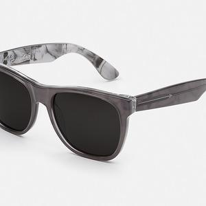 Итальянская марка, специализирующаяся на очках и оправах, Retrosuperfuture  выпустила капсульную коллекцию солнцезащитных очков. 7da224929b4
