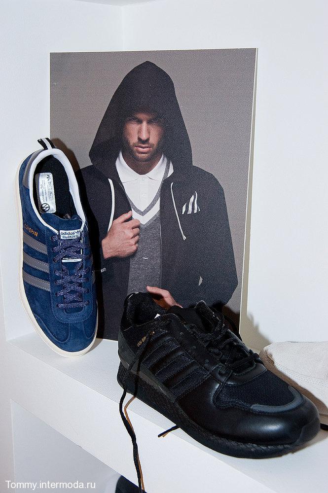 7 декабря Adidas представил новую коллекцию весна-лето 2011. Это, конечно,  Originals by Originals созданные дизайнерами Джереми Скоттом, Kazuki и  Дэвидом ... a1f16664d15