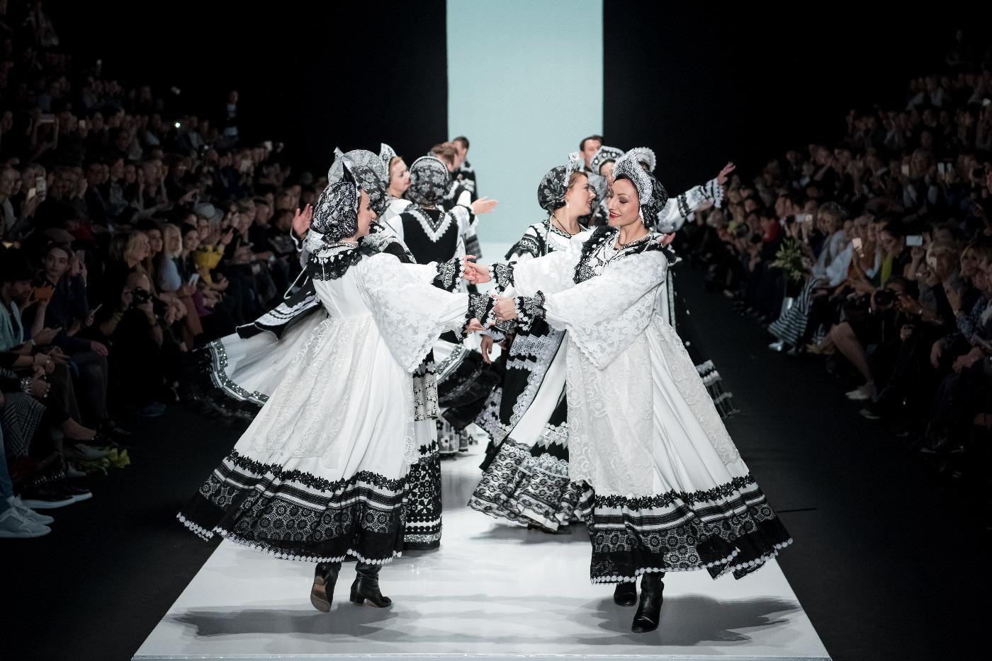 6547485ddb1d SLAVA ZAITSEV. Mercedes-Benz Fashion Week Russia. Весна-лето 2017    Intermoda.Ru - новости мировой индустрии моды и России