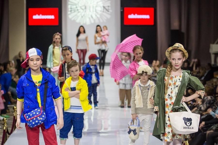 Модный показ детской одежды