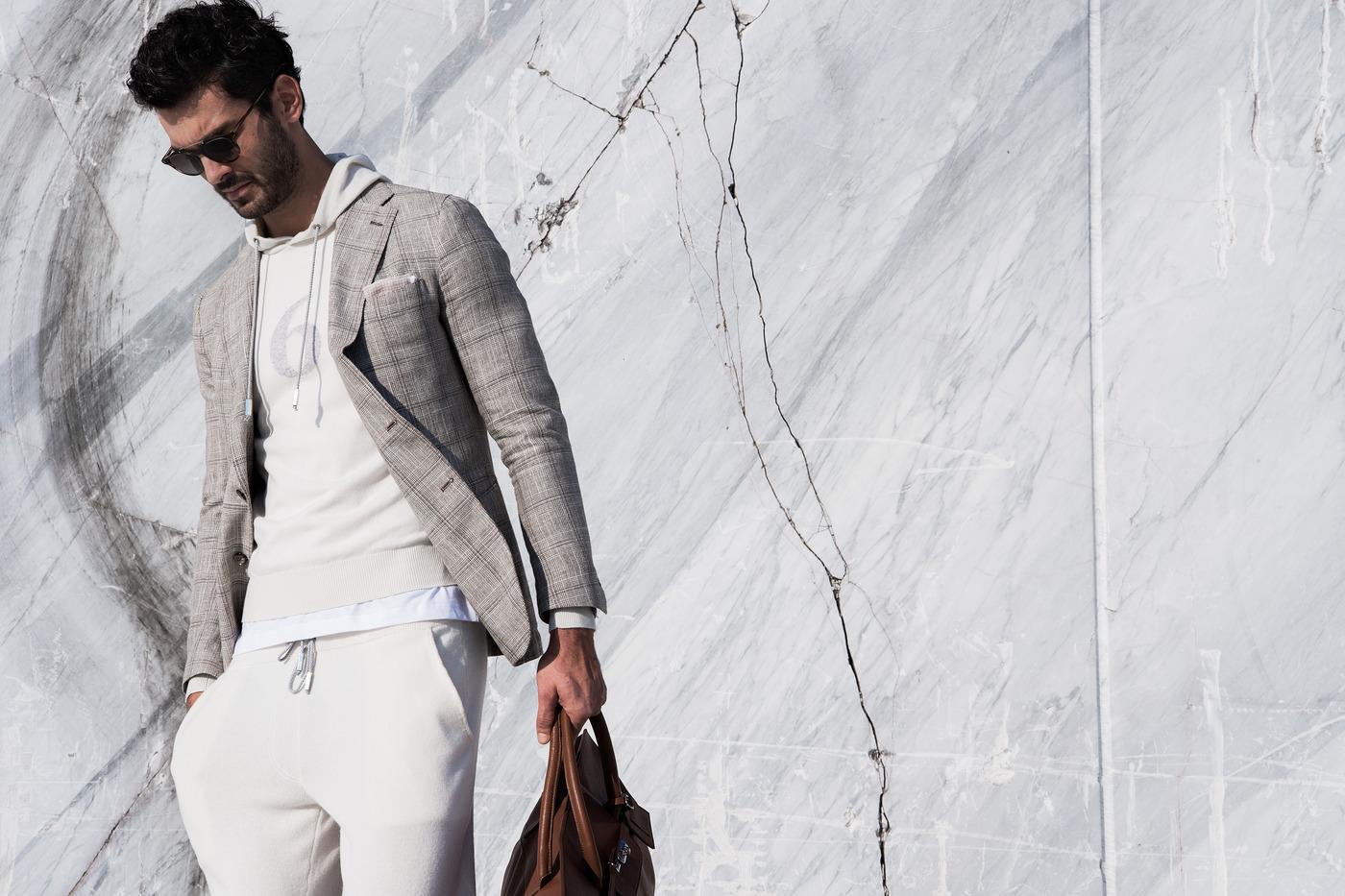 f5909335bf1a Посредством слияния нескольких жанров, Eleventy дает новое толкование  классическому костюму, представляя новый образ casual костюма с джоггерами  со ...
