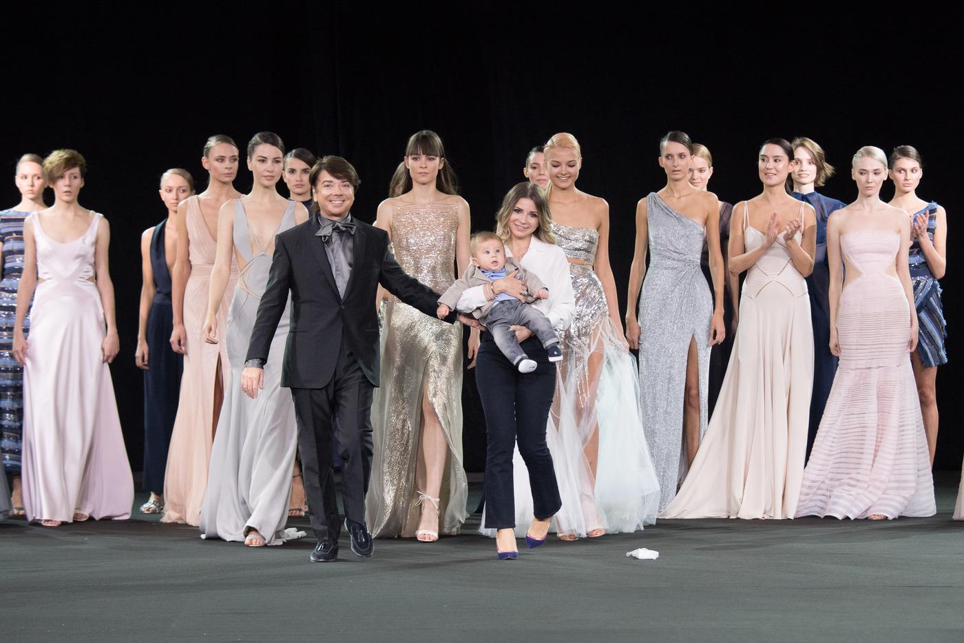 В Кремле прошел юбилейный модный показ Юдашкина новые фото