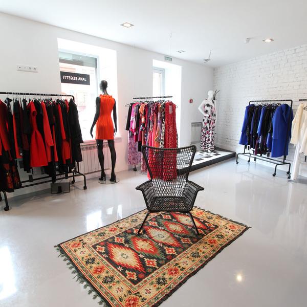 Магазин модной дизайнерской одежды