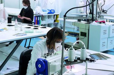 Детская линия Dior вновь открыта, но отшивает медицинские маски