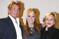 Gianpaolo Tarabini и Anna Molinari с певицей Anastasia на Неделе моды в Милане (февраль 2006).