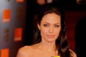 Анджелина Джоли в Armani на красной дорожке BAFTA