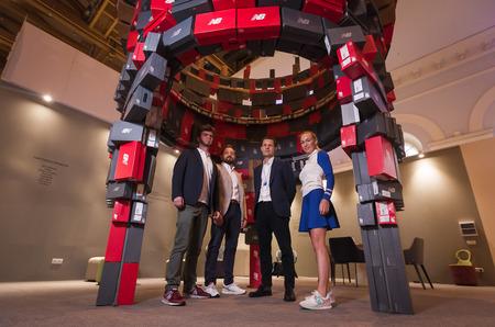 16 мая New Balance совместно с архитекторским бюро MAD Architects представили композицию «Баланс» на международной выставке АРХ Москва.