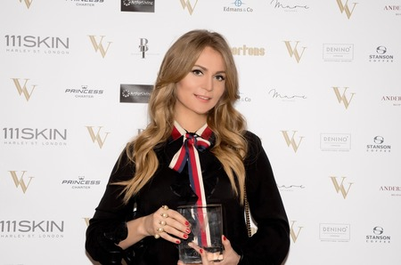 Российский художник Ольга Ломака получила премию в номинации «Лучший современный художник» в Лондоне.