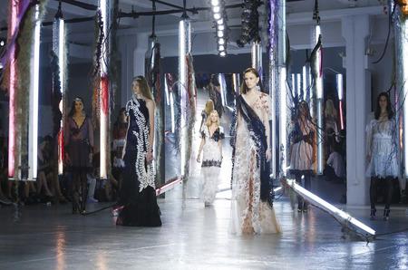 Неделя моды в Нью-Йорке: Шоу Rodarte. Весна-лето, 2016