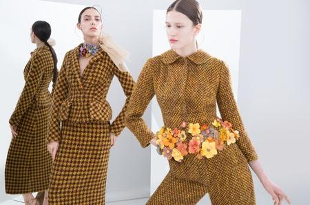 Актриса Евгения Крюкова делится опытом создания точных образов в лукбуке своей дебютной коллекции одежды.