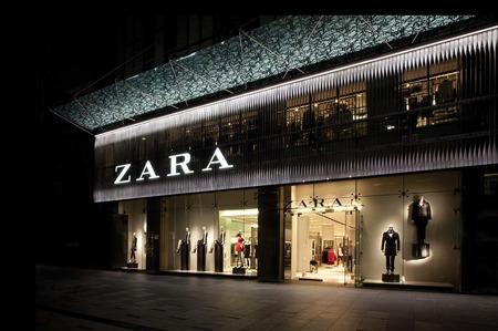 Марка Zara переводит производство на выпуск больничных халатов и масок