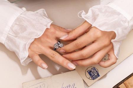 Ювелирная компания LeDiLe выпустила коллекцию украшений - печатей в винтажном стиле.