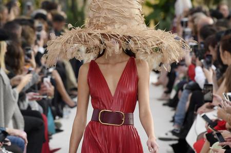 Неделя моды в Париже: Valentino. Весна, 2019