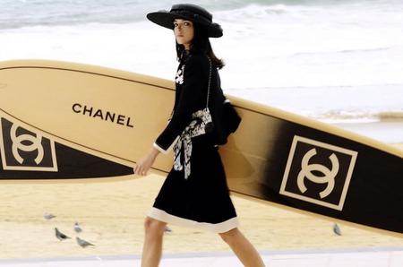 Дом Chanel перенес дату круизного шоу
