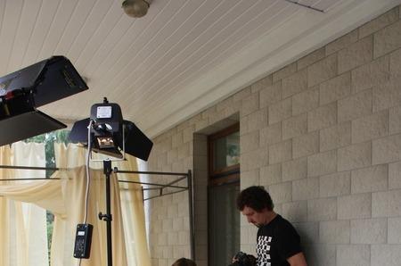 """16 августа светский ведущий Виктор Лобинцов презентовал дебютный клип на песню """"Вспоминая тебя""""."""