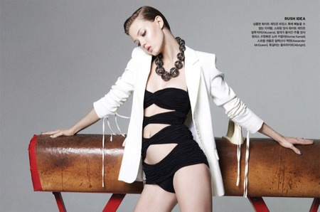 Линдси Виксон в спортивном фотосете для Vogue Korea июль 2014