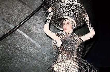 Костюм Lady Gaga от марки threeASFOUR ушел с молотка за $15,625!