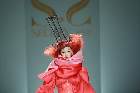 SECCRY Hu Sheguang осень-зима 2014\15: в поисках платья