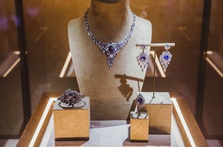 Ювелирный дом Cluev представил первую часть новой коллекции «Ар-деко a la Russe»