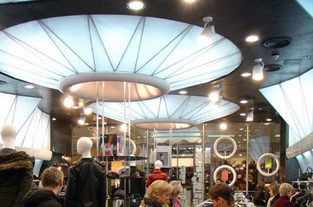 Весенняя распродажа одежды и аксессуаров: скидка 60%