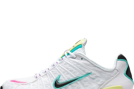 Новинки в STREET BEAT: женские кроссовки Nike Shox TL