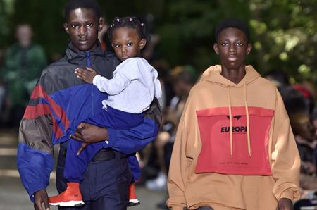 Неделя мужской моды в Париже: Balenciaga. Весна, 2018