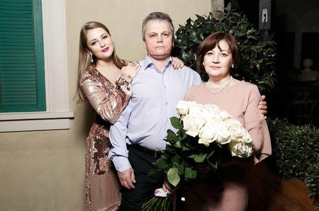 """Звезда """"Молодежки"""" Анна Михайловская устроила сюрприз родителям"""