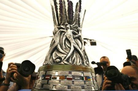 Подарок всем болельщикам! Кубок UEFA на выставке JUNWEX Новый Русский Стиль»
