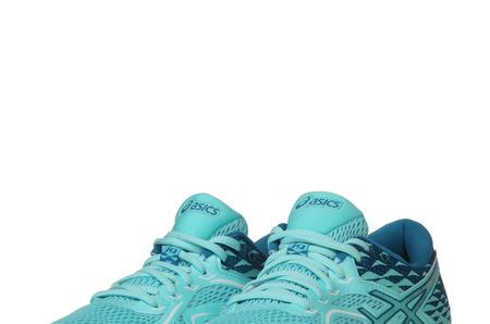 Новинки в STREET BEAT SPORT:  женский беговой комплект ASICS для жаркого лета