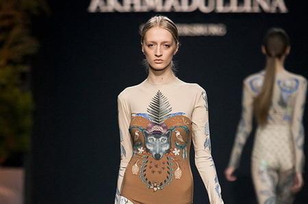 Часть показа Alena Akhmadullina на Volvo Fashion Week прошла в купальниках