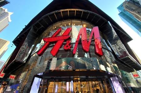 На фоне социальных протестов марка H&M закрыла почти сто магазинов в США